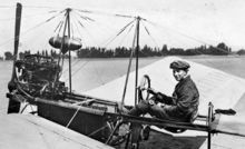220px-Fokker_in_zijn_Spin_Dutch_aviation_pioneer_Fokker_in_his_first_aircraft